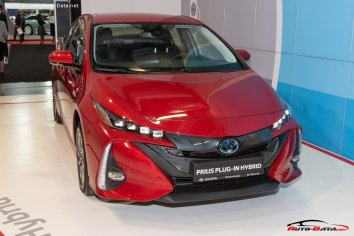 Toyota Prius Plug-in Hybrid (XW50) - Photo 2