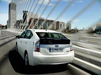 Toyota Prius Plug-in Hybrid (ZVW35) - Photo 2