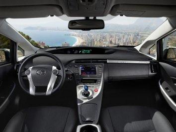 Toyota Prius Plug-in Hybrid (ZVW35) - Photo 3
