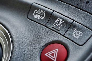Toyota Prius Plug-in Hybrid (ZVW35) - Photo 6