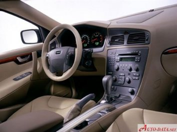 Volvo V70 XC  - Photo 2